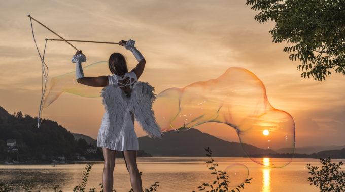 Riesenseifenblasen Österreich, Hochzeitsfotoshooting, Seifenblasen, Riesenseifenblasen in Kärnten, Seifenblasen Walking Act
